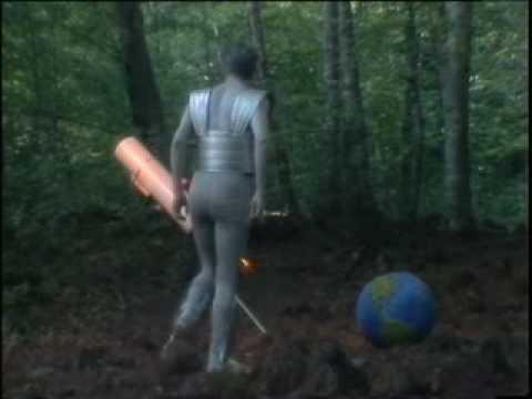 Radio Futura - La estatua del jardín botánico (Videoclip)