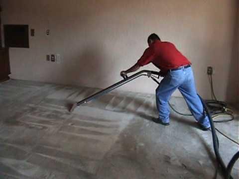 C mo limpiar y reparar una alfombra muro a muro doovi for Como lavar una alfombra persa