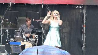 "LITTLE BOOTS - Every Night I Say A Prayer (Live at the ""Afisha Picnic"", Moscow, July 21, 2012)"