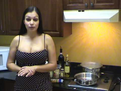 HollywoodTuna Bachelor Cooking 101 With Aria Giovanni - Tomato Sauce