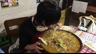 大食いチャレンジ総重量10キロ越え→もつ煮 ちょっぺ で大食いスペシャルを食べた。 Eating over22lb miso ramen. thumbnail