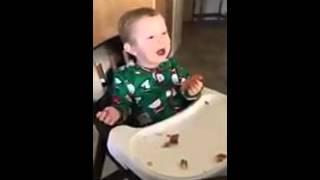 Ребёнок пробует новую еду прикол юмор