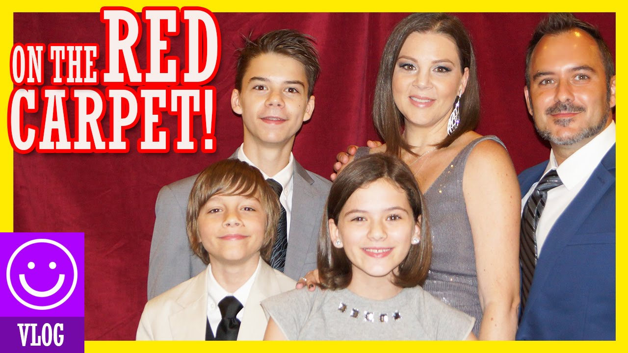 ON THE RED CARPET FOR THE MOVIE WE\'RE IN! | KITTIESMAMA - clipzui.com