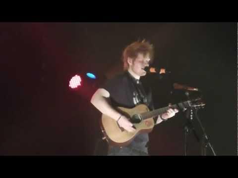Ed Sheeran - Grade 8 (live @ DOCKS In Hamburg, 06.03.12) HD