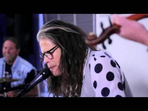 Steven Tyler performs DREAM ON at Recovery Unplugged Drug Rehab Center HD