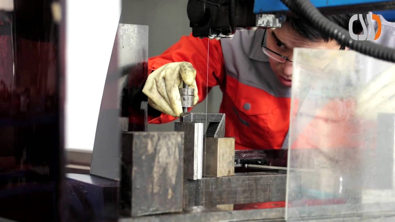CNC-DRAHTERODIEREN / CNC-WIRE-CUTTING (EDM) - YouTube