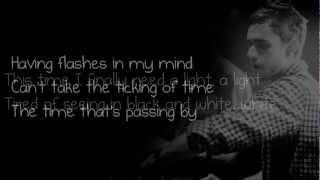 Repeat youtube video Zedd - Hourglass (Feat. LIZ) [Lyrics on screen]