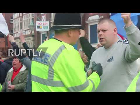 UK: EDL protesters face off with anti-racism activists in Walsall