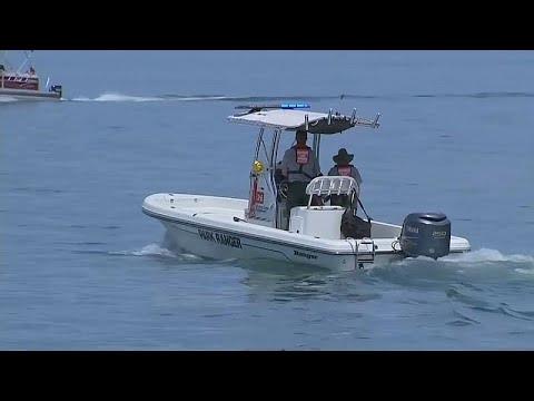 غرق 17 شخصا في انقلاب قارب سياحي في بحيرة بولاية ميسوري  - نشر قبل 10 ساعة