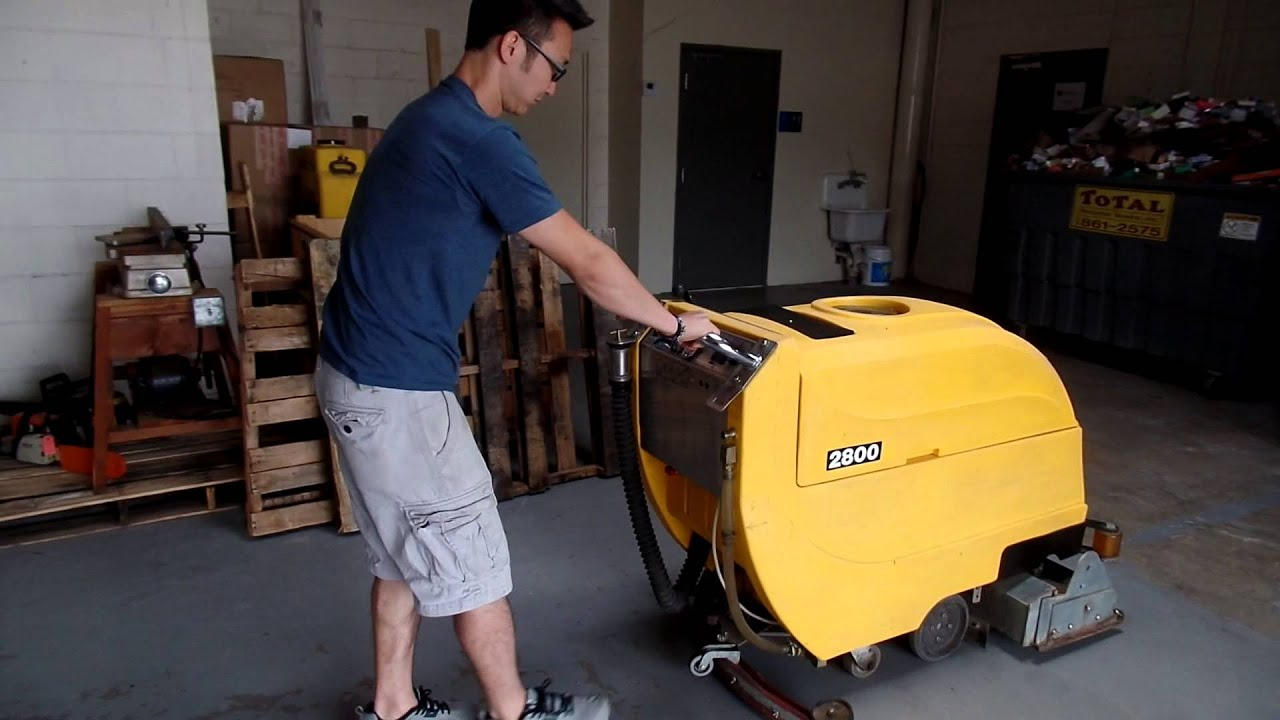 tomcat 2800 floor scrubber - youtube