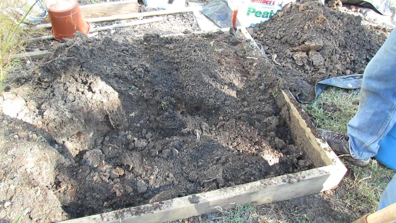 double digging u0026 organically winterizing raised beds u0026 green cover