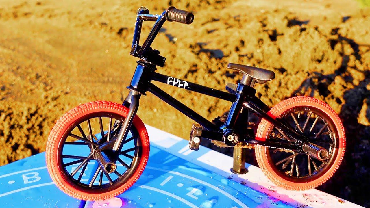 BMX Finger found a Ramp in the Sand | Dirt jumps | Bmx Cult Black Bike
