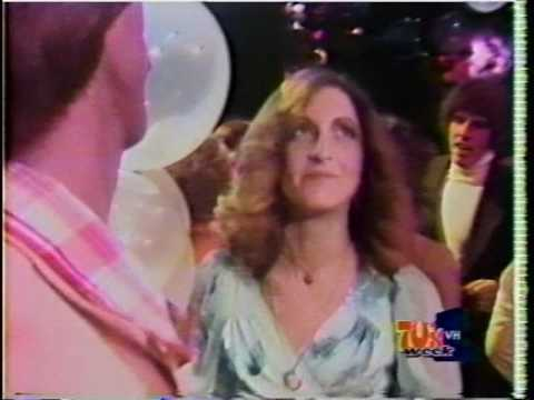 Andy Gibb - I just Want To be You Everything  American Bandstand New Year's Rockin Eve 1977
