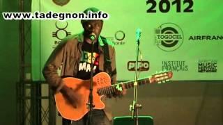 Amen Viana chante en live