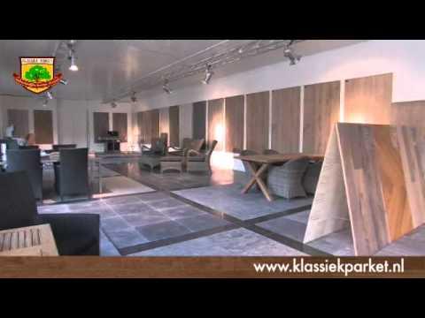 Klassiek parket ervaren in het leggen van houten vloeren bel