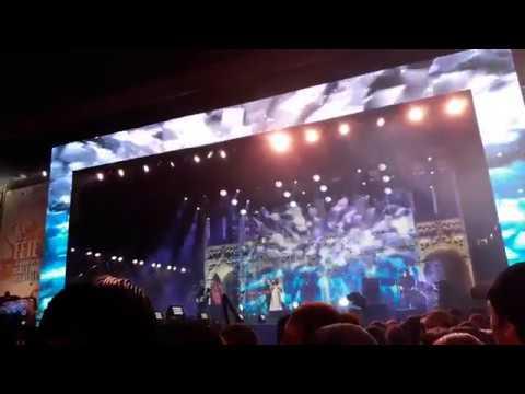 "Charlotte , ""Pars'' : Concert Grand Place Bruxelles 2017. Direct TV.Jean-Christophe Delhaye"
