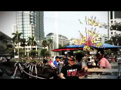 Car Free Day ( CFD ) - JOGGING ON THE MAIN STREET OF JAKARTA - INDONESIA