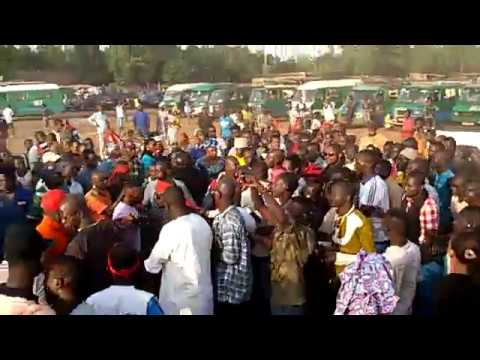 Live - Arrivée de RAS BATH au terrain Chaba de Lafiabougou