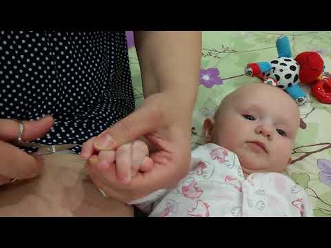 Как малышу подстричь ногти