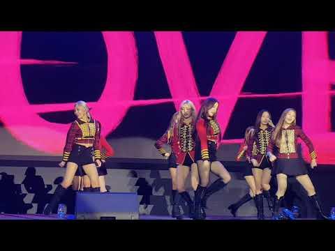 Momoland-Uh Gi Yeo Cha Remix (fancam)