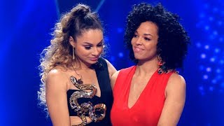 The Voice -  Kimberly valt af en Anouk is heel boos -  Earth Song HD