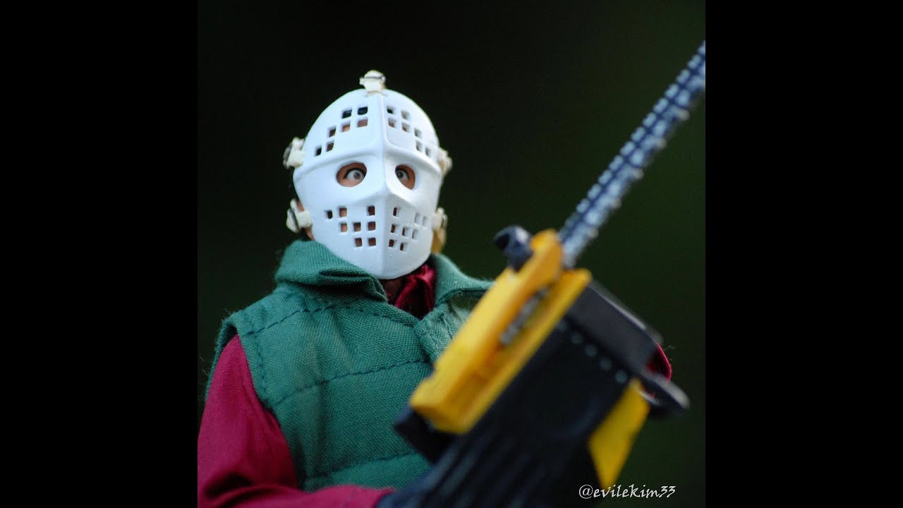 NECA Toys Chainsaw Clark Griswold Christmas Vacation Figure Review Hockey  Mask Friday the 13th Roy V 55638f3755f
