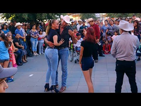 Empezamos el baile del domingo en la plaza