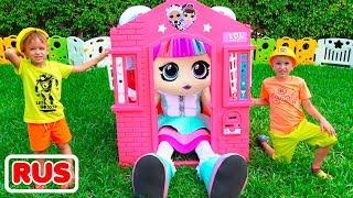 Влад и Никита строят игрушечный домик для куклы