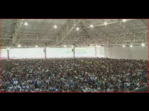 50,000 pack Brazil's new mega-church in Sao Paulo