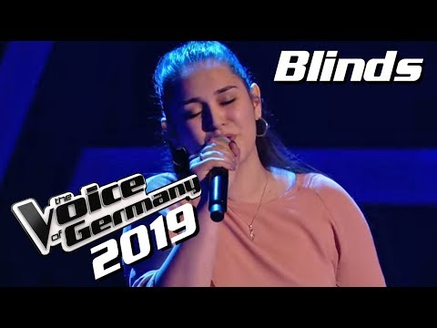 Whitney Houston - I Look to You (Freschta Akbarzada) | The Voice of Germany 2019 | Blinds