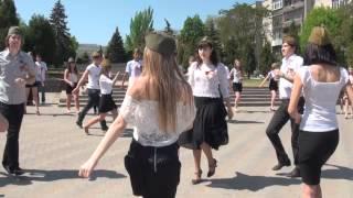 Флешмоб 9 мая 2012г. в Таганроге «Молодёжь — ветеранам»