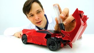 Мультики для мальчиков: Трансформер Сайдсвайп на ремонте двигателя