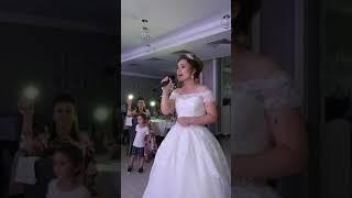 Невеста поет для жениха