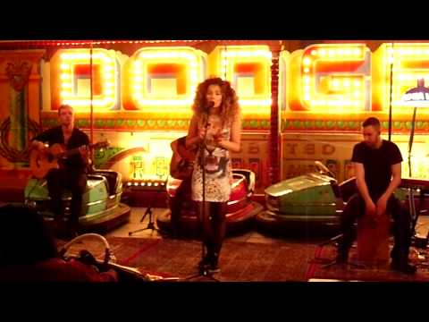 Ella Eyre - Alone Too - Lumia Live Sessions - 29.03.14