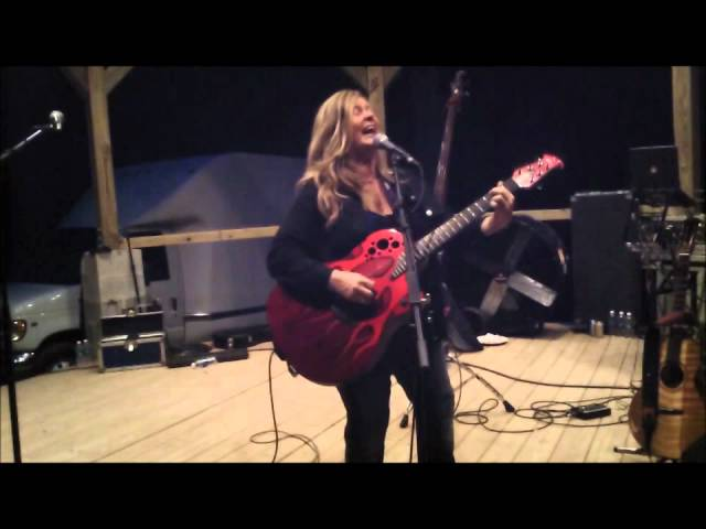 Best AC/DC Cover ever- Shook Me All Night Long Melissa Reaves