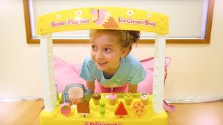 Alicia and dolls playing with ice cream food cart toys