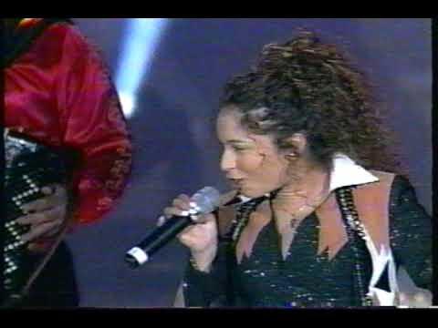 DINORA - Mas Enamorada EN PREMIOS FURIA MUSICAL