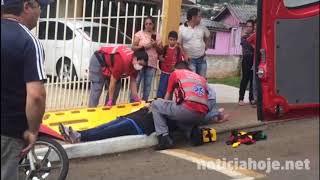 Óleo na pista causa três quedas de moto, na José Gioppo