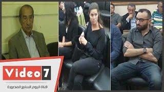 بالفيديو..يسرا اللوزى وحمدى قنديل وعمرو سلامة فى عزاء شقيقة خالد أبو النجا