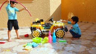 زياد والياس يغسلون سيارتهم المتوسخه