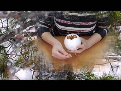 Птицы из пенопластовых шаров и перьев