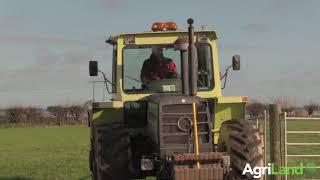 阿格利兰与一家珍视的mb-trac 1300公司的老板交谈。Kildare