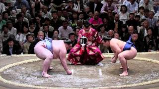 199 Kg Gagamaru (in light blue) VS. New Ozeki Kakuryu (in navy) Win...