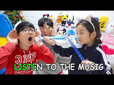 보람이와 코난 악기 장난감 연주놀이 Boram Pretend Play w/ Guitar Music Toys