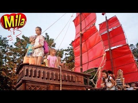 АЛЫЕ ПАРУСА Ассоль + Грей ♫ Песни для Детей ⛵ Символ Анапы Корабль с Алыми Парусами на Набережной