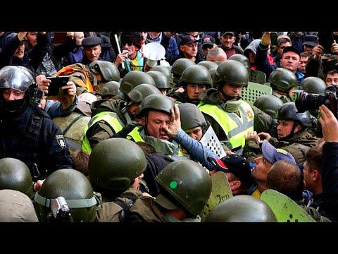 Драка Киев митинг Верховная рада - акція протесту під Верховною радою - мітинг - сутички під радою
