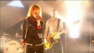 Paramore - Crushcrushcrush (Live Performance 2009 @ channel 4)