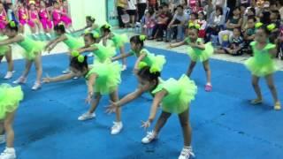 Dánh biểu diễn aerobic bài con cào cào ở nhà thiếu nhi
