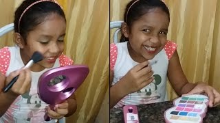 Usando a Maquiagem da mamãe - Baby Beca