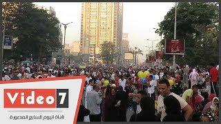 ميدان مصطفى محمود يتزين بالالاف المواطنين احتفالا بالعيد
